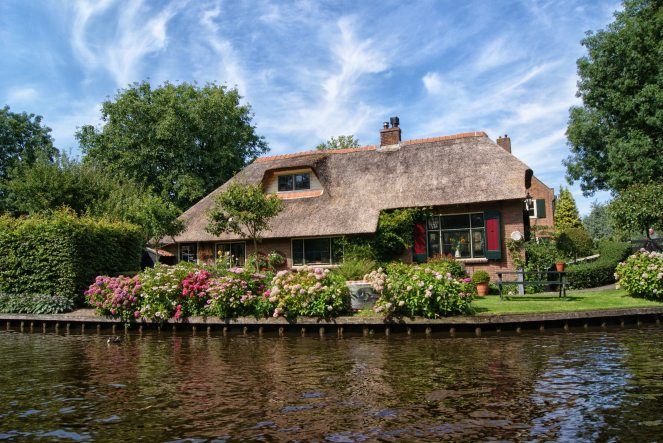 architecture-bungalow-canal-462082.jpg